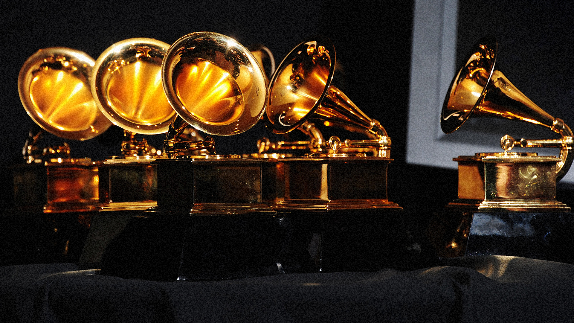 grammys_headers_statues